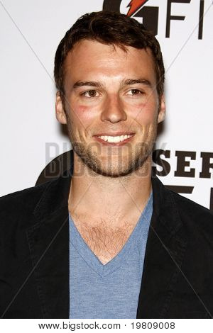 LOS ANGELES - APR 12:  Peter Mooney arriving at the