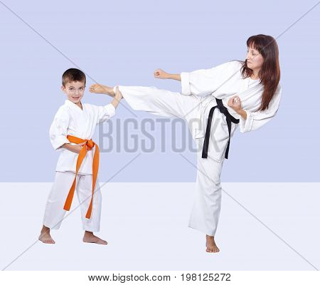 Son is keeping the mum leg after hitting