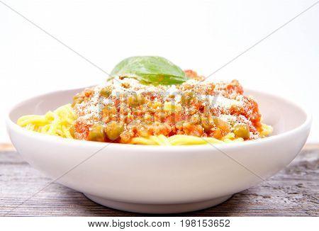 Spaghetti bolognese with pea (Gluten-free pasta made of corn)