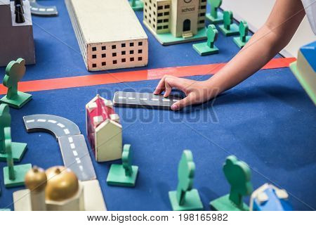 Playing game for Real Estate kid learn and education