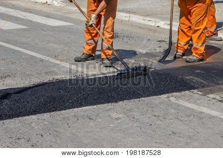 City Crew Install A New Speed Bump 4