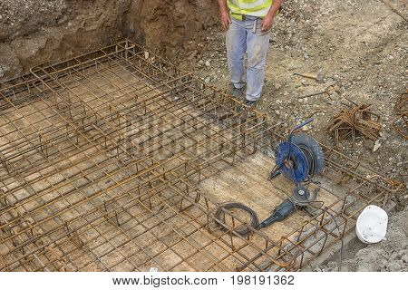 Tying Reinforcing Steel Bars 2