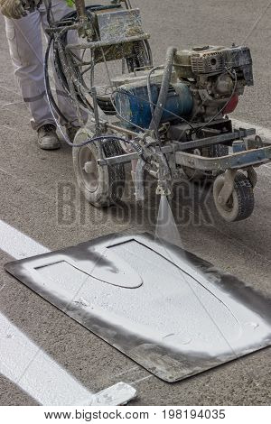 Line Marking Applicator With Nozzle Holder
