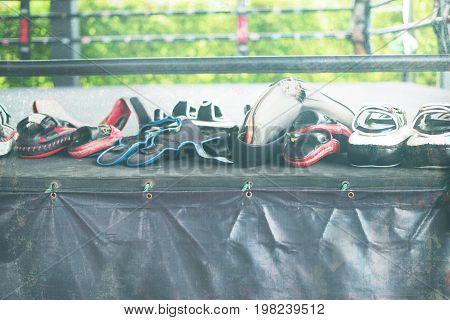 Row Thai Boxing Mitt Training Punch Pad Glove Ring