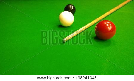 Group of balls and cue lying on the table awaiting the start of the party