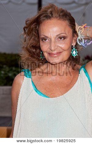 NEW YORK - 21 SEPTEMBER: Designern Diane Von Furstenberg deltar Metropolitan Opera säsongen openi