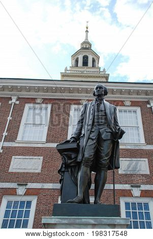 Independence Hall, Philadelphia, Pennsylvania, USA, building and statue