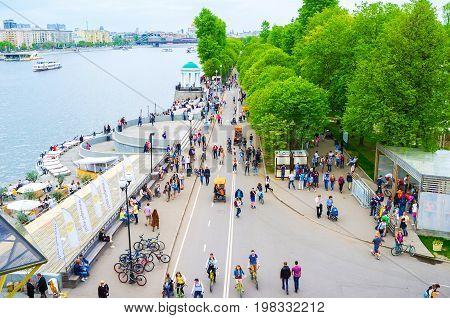The Pedestrian Embankment In Gorky Park