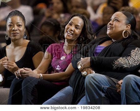 LOS ANGELES, CA. - SEPTEMBER 16: Vivica Fox with friends courtside  during the WNBA playoff game of the Sparks vs. Storm on September 16, 2009 in Los Angeles.