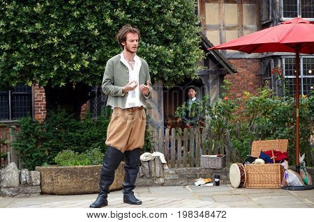 Stratford-upon-avon, Uk - July 21 2017: Shakespearian Actor Performing Outside For Free At William S