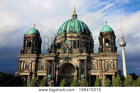 Berliner Dom and Fernsehturm in front of blue sky