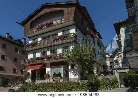 Autumnal corso Italia, the main street in the town centre, Cortina d'Ampezzo, Dolomites, Alps, Veneto,  Italy, Europe