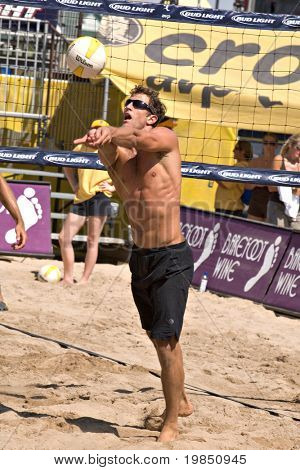 GLENDALE, AZ - SEPTEMBER 26: 1999 AVP Rookie of the Year Sean Scott competes at the AVP Best of the Beach volleyball tournament in Glendale, Arizona.