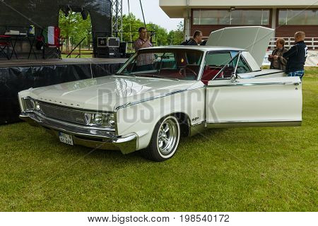 PAAREN IM GLIEN GERMANY - MAY 23 2015: Car Chrysler New Yorker and the event moderator Johannes Huebner. The oldtimer show in MAFZ.