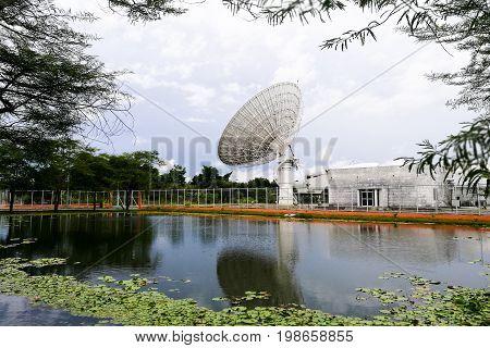 Big Satellite Dishes Technology