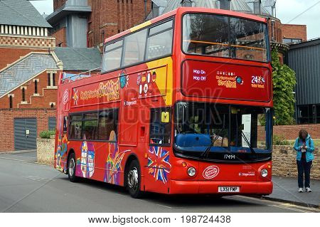 Stratford-upon-avon, Uk - July 21 2017: Open Top Double Decker Bus For Taking Tourists On A City Sig