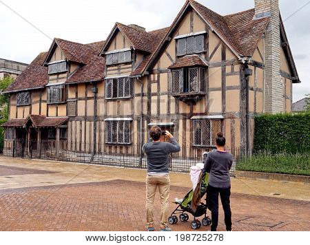 Stratford-upon-avon, Uk - July 21 2017: Family Of Tourists Photographing The House Where William Sha