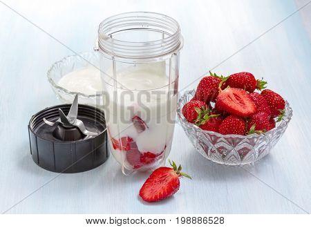 Strawberry's health beaten preparation in mixer