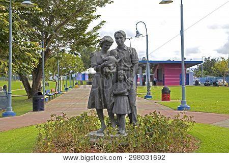 Cerro Gordo, Bayamon/puerto Rico - February 26, 2019: Statue Of Family Located Inside Parque Central
