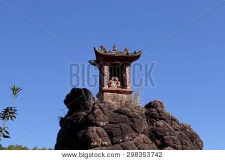 Shibao Mountain, Yunnan, China - November, 2018. Buddhist Temple Along The Slopes Of Shibao Mountain