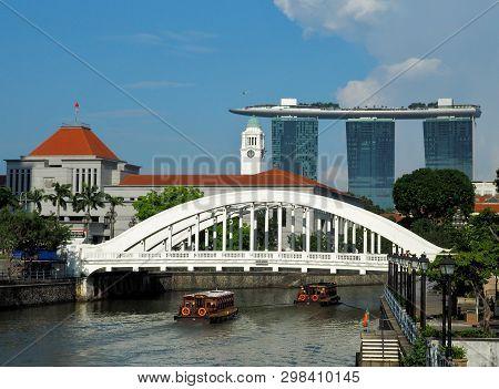 Elding Bridge In Singapore.  Singapore, Singapore - June 06, 2016 A Fragment Of The Singapore City P