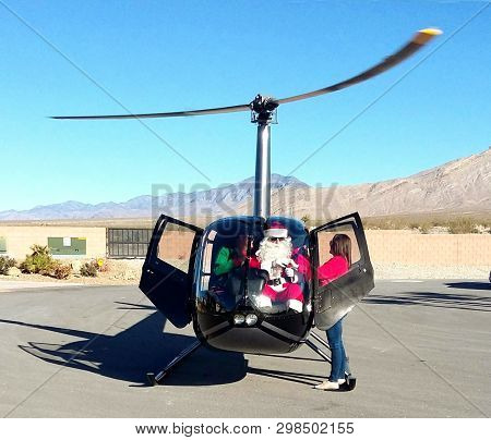 Pahrump, Nevada, Usa - December 2017 - Santa Arrives By Helicopter In Pahrump Nevada.