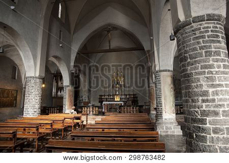 Nave Of The Chiesa Di San Giorgio ( Church Of St. George ) Varenna , Lake Como , Italy - 29th August