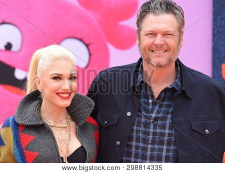 LOS ANGELES - APR 27:  Gwen Stefani and Blake Shelton arrives for the 'Ugly Dolls' World Premiere on April 27, 2019 in Los Angeles, CA