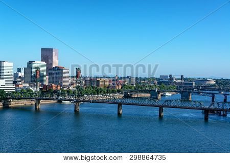 View Of The Willamette River And Hawthorne Bridge With A Beautiful Cityscape Of Portland, Oregon