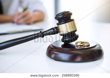 Contract Of Divorce (dissolution Or Cancellation) Of Marriage, Husband During Divorce Process And Si