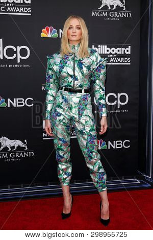 LAS VEGAS - MAY 1:  Sophie Turner at the 2019 Billboard Music Awards at MGM Grand Garden Arena on May 1, 2019 in Las Vegas, NV