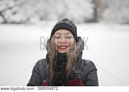 young woman with in a snowy park