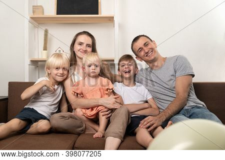 Portrait Of Big Happy Family. Mom Dad And Three Children Look At The Camera.