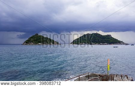 Stormy Clouds Gather Koh Nang Yuan Beach Koh Tao Thailand.