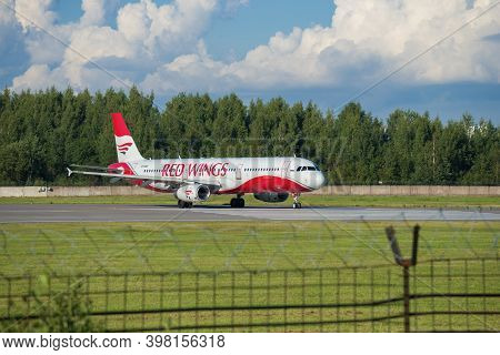 Saint Petersburg, Russia - August 08, 2020: Airbus A321-231 (vp-brs) Of Red Wings Airlines On The Ta