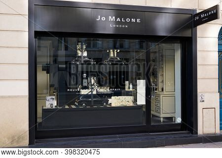 Bordeaux , Aquitaine  France - 12 01 2020 : Jo Malone London Sign Text And Logo Front Of Street Bout
