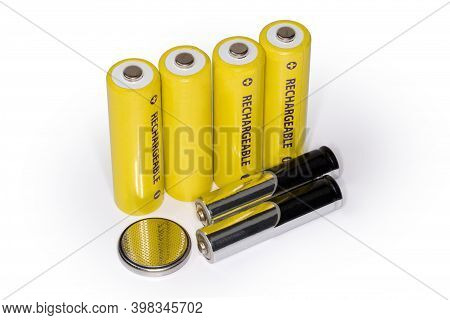 Different Types Of Consumer Electric Batteries - Rechargeable Aa Batteries, Alkaline Aaa Cells And L