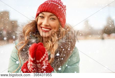 Beautiful Lovely Middle-aged Girl Curly Hair Warm Winter Jackets Red Knitted Hat Glove Stands Ice Ri