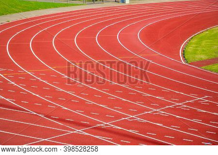 Parliament Hill Fields Athletics Track In London, All-weather Running Track For Background Use