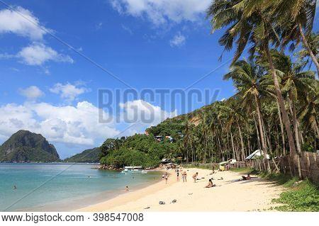 Palawan, Philippines - December 2, 2017: People Enjoy Beautiful Marimegmeg Beach Of El Nido In Palaw