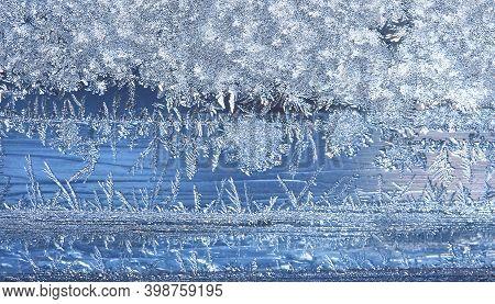 Frost Patterns On The Window, Hoarfrost Background. Frosty Christmas Pattern On The Winter Window Gl
