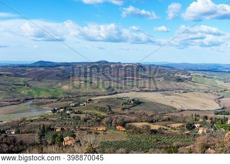 Amazing Winter View Of Tuscany, Italy. Picturesque Winter Landscape View Of Tuscany With Stone House