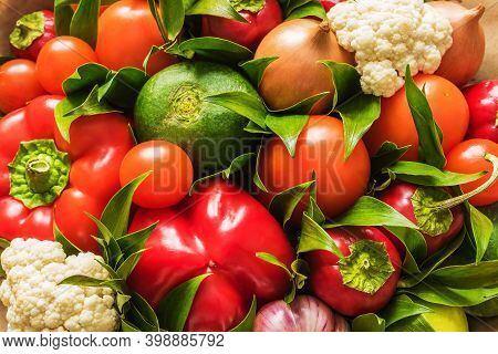 Vegetable Bouquet Of Cauliflower, Radish, Onion, Tomato, Garlic And Pepper