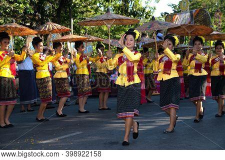 Khon Kaen,thailand - November 29 , 2019 : Unidentified Traditional Umbrella Dancing In Participants
