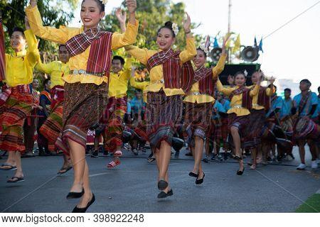 Khon Kaen,thailand - November 29 , 2019 : Unidentified Traditional Dancing In Participants Take Part