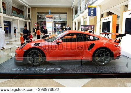 Dubai, Uae - November 18: The Porsche 911 Gt 3rs Sportscar And Lego-made Porsche Gt 3rs Are On Dubai