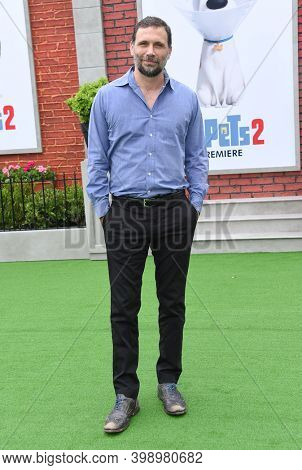 LOS ANGELES - JUN 02:  Jeremy Sisto {Object} arrives for 'The Secret Life Of Pets 2'  Premiere on June 02, 2019 0 in Westwood, CA