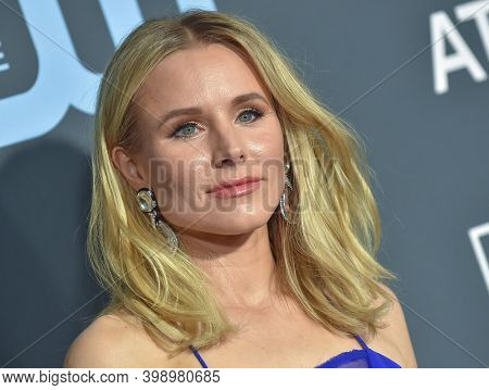 LOS ANGELES - JAN 13:  Kristen Bell {Object} arrives for '24th Annual Critics' Choice Awards on January 13, 2019 0 in Santa Monica, CA