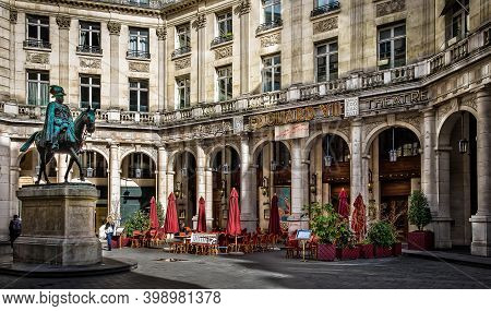 Paris, France, Fev 2020, Edouard Vii Square With The Staue And The Theatre Of The Same Name And The