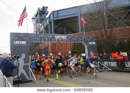 Runners participating at Michelob ULTRA New York 13 1 Marathon run